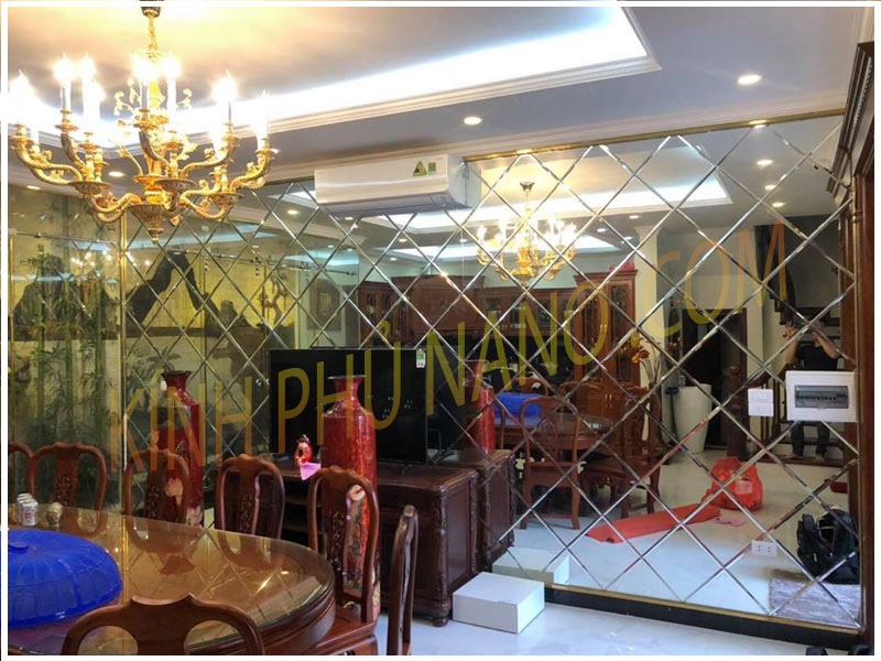 Gương kính trang trí phòng khách
