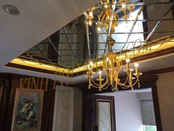 gương ghép trần cho phòng khách