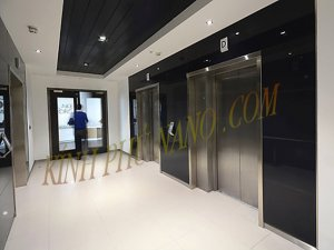 Lắp kính sơn màu cho hành lang mặt tiền thang máy