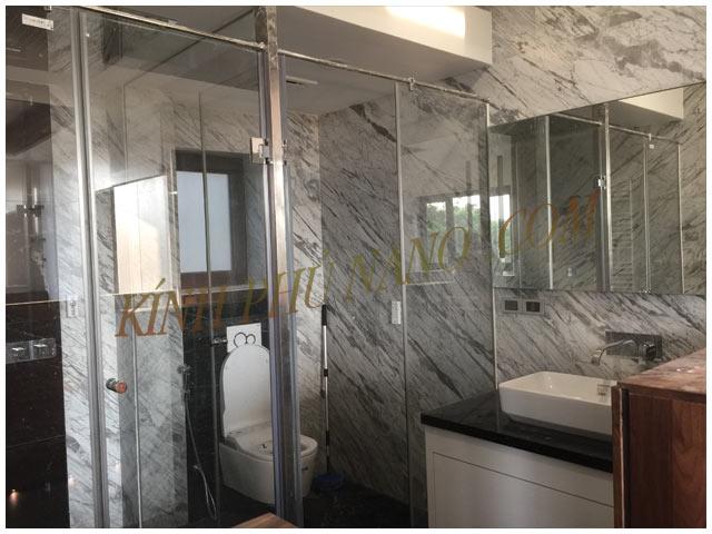 Phòng tắm kính phủ nano kính sêu trong