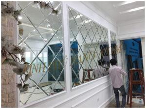 gương trang trí dán tường trang điểm cho spa