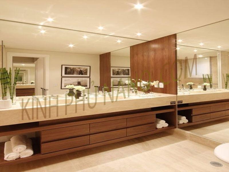 Gương nhà tắm cắt theo kích thước bàn đá