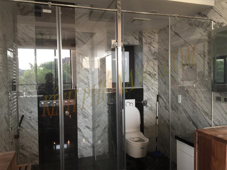 Phòng tắm kính siêu trong phủ nano