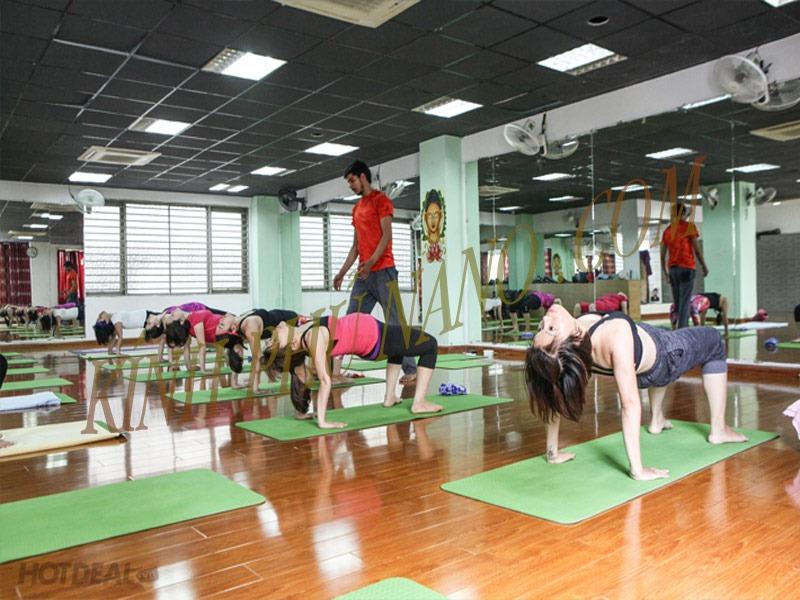 Gương khổ lớn cho phòng tập Yoga