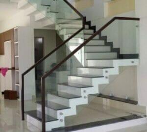 Cầu thang kính trụ áp má giá rẻ