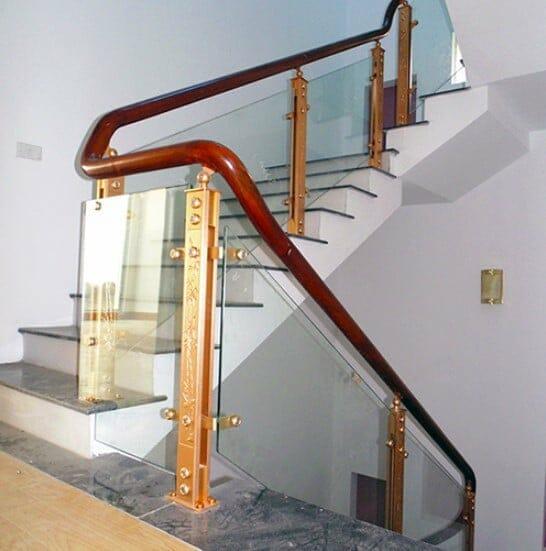 Cầu thang kính trụ hợp kim nhôm